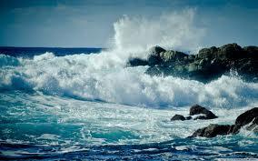 Приснилось большие волны на море голубого цвета