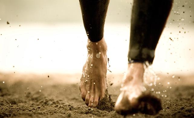 Как выглядят голые ноги в грязи 4 фотография
