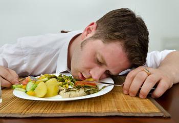 Чтобы не хотелось спать после еды: 5 способов